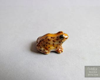 Brown Yellow Frog Ceramic Figurine Dollhouse Miniature,Frog Figurine Collector,Porcelain Figurine,Forg Porcelain figurine,Toad Animal,Decor