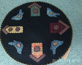 Penny rug candle mat 12 inch Bluebirds and Birdhouses