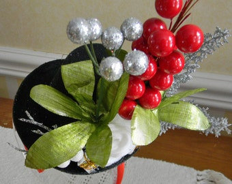 Red and Silver Berries on a Black Felt Mini Hat,headband,Christmas,wedding,bridal show,photo prop