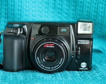 Minolta Freedom Zoom 90 point and shoot camera