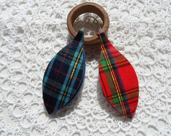 "2 pcs of tartan tatting shuttle 0.75 hook 2.5"" long"