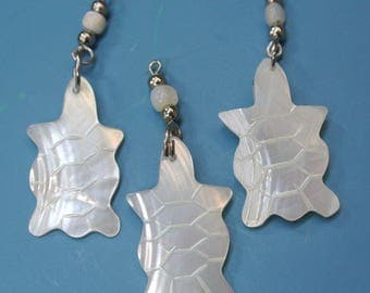 Lot of 8 hard-to-find vintage 1970s carwed turtle mother of pearl charms/pendants with metal loops for your jewelry prodjects