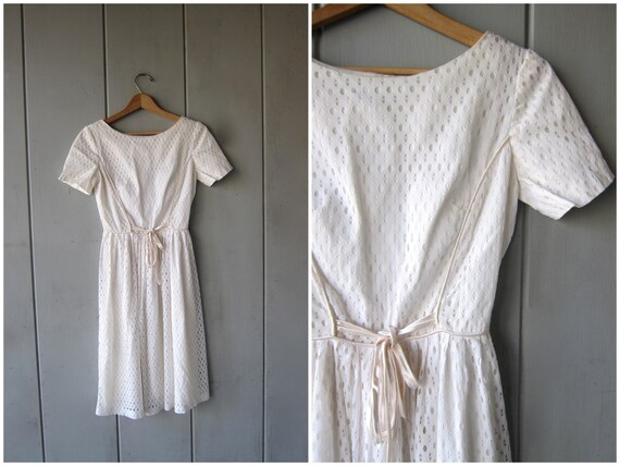 White Princess Dress 50s House Day Dress Cut Out Eyelet Dress with Front Tie Spring Summer Wedding Dress Vintage Womens XS Small