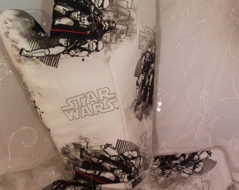 Star Wars Oven Mitts, Black and White Star Wars Kitchen, Geek Party, Star Wars Kitchenware, Geeky Tableware