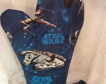 ON SALE Star Wars Oven Mitts, Blue Star Wars Kitchen, Geek Party, Star Wars Kitchenware, Geeky Tableware