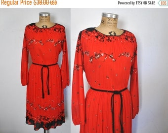 SALE 50% OFF 1970s Red Dress / accoridon floral / Large