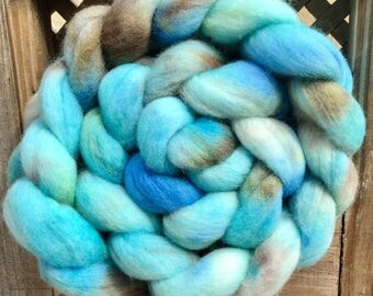Hand painted Polwarth top, Hand dyed roving, 100g, Polwarth, Hand Painted top, roving, fiber, Hand dyed spinning wool, Egg shell