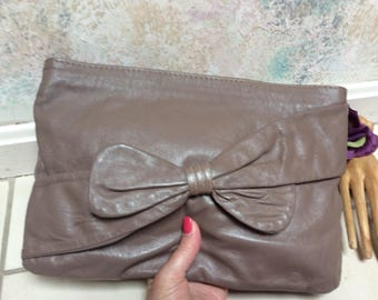 Vintage taupe leather clutch or shoulder bag, year round mushroom color leather handbag, taupe leather purse, made Italy leather pouch bag