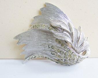 Vintage Vendome nouveau style silver and clear crystal/ rhinestone flower/ leaf brooch (I5)