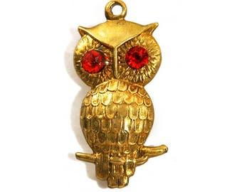 1970s Textured Gold Tone Metal Owl Hootie Bird Vintage Pendant Charm