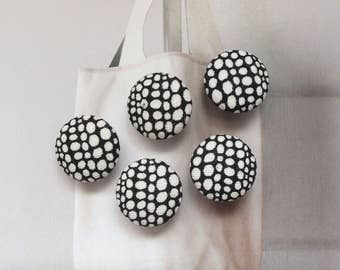 Japanese Design Fashion Black and White Pumpkin Dots Polka Dots Circles-Handmade Fabric Covered Buttons(0.75 Inches, 5PCS)