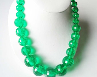 Faceted Green Bead Necklace Mid Century MOD