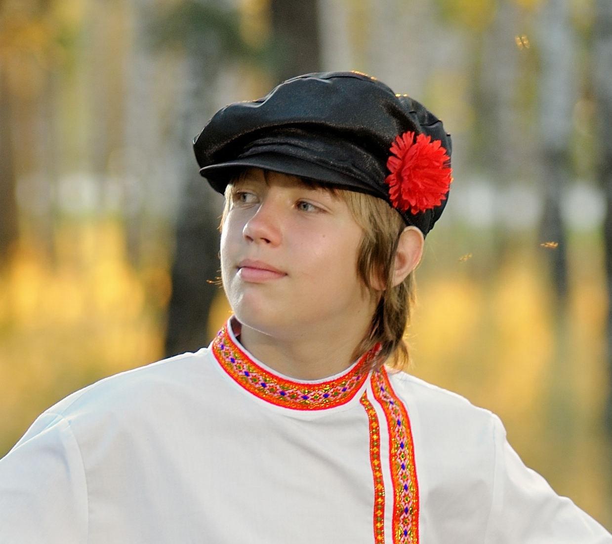 chapeau russe kartuz coiffe traditionnelle de cosaque. Black Bedroom Furniture Sets. Home Design Ideas
