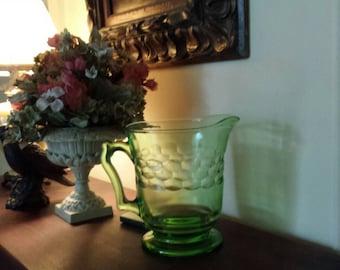 Vintage Vaseline Glass Pitcher, Uranium Glass bu Anchol Hocking