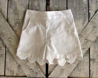 Girls Custom Scallop Edge Shorts- White Shorts- Baby Girl Shorts- Toddler Shorts- Tween Shorts- 3 6 12 18 Mths- 2 3 4 5 6 7 8 10 12 Years