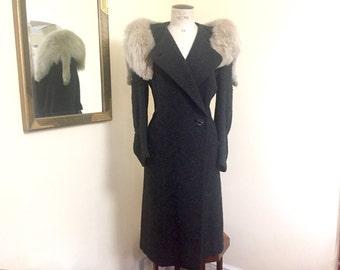 Amazing vintage 1930s coat in grey wool with fox fur collar M