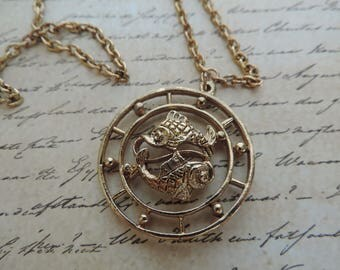 Pisces pendant necklace 70s Celebrity astrological charm gold zodiac horoscope vintage jewelry