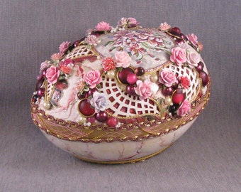 Fancy Rhea Eggshell Jewelry Box