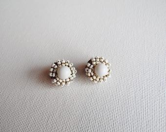 Small Round White Beaded Flower Earrings, Clip on, Costume Jewellery, Vintage Jewellery, Vintage Earrings, 1940s, 1950s, 1960s,