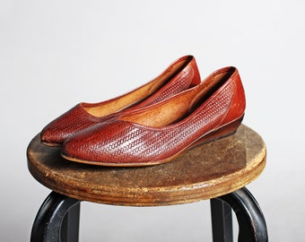 Vintage Woven Leather Kitten Heels- Brown Loafers Heeled Pointed Slip On Women's Shoe Casual Summer- Size 7