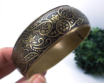 vintage 80s brass black etched bangle bracelet floral design womens accessories jewelry boho bohemian rounded heart cut out wide oversize