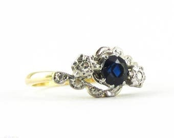 Art Deco Sapphire & Diamond Engagement Ring, Three Stone Ring in Engraved Bypass Design Setting. Circa 1930s, 18ct Plat.