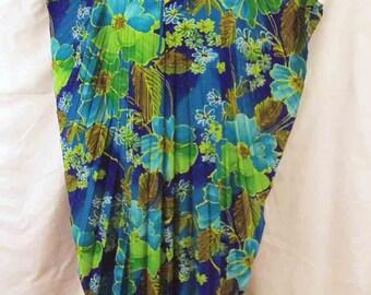 1960s Hawaii Tropical Floral Print Accordion Pleat Kaftan Deep Blues Apple Greens Turquoise