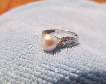 Summer Sale!!!  White gold pearl ring 10k