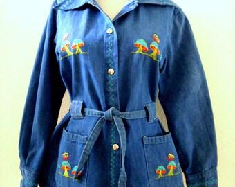 Vintage 70s Blue Denim Jacket with Embroidered Mushrooms - 1970s Blue Jean Jacket - Hippie Boho Denim Jacket - Mushroom Jacket - Size Small