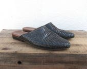 90s Vintage Woven Black Leather Slip On Mules Boho Modernist Minimalist Ladies Size 6.5