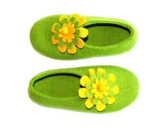 Mothers day Gifts, Wool Slippers, Cork Soles, Floral Slippers, Felted Slippers, Felt Flowers, Gifts for Wife, Gardening Gift, Mom Gift