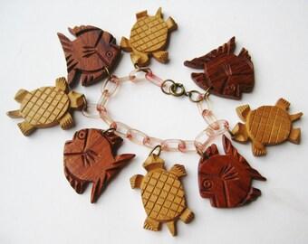 Vintage 40s Hawaiian Novelty Wood Carved Tropical Fish & Sea Turtles Celluloid Charm Bracelet