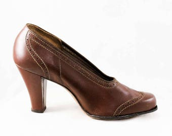 Size 6 Brown 30s Shoes - 1930s 1940s Beautiful Cognac Leather Pumps with Broguing - 6 AA Deco Deadstock 3 Inch Heels - Fall Autumn - 48043-1