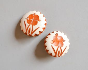 1930s Orange carved Bakelite flower painted clip on earrings / White & butterscotch large scallop Catalin earrings