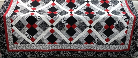Queen size Quilt pattern; Red, Black and White quilt Disappearing ... : red quilts - Adamdwight.com
