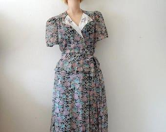 ON SALE 1970s Wrap Dress / 40s style floral print voile day dress / dust bowl style vintage