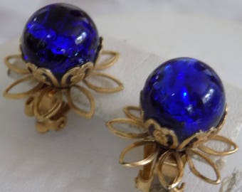 Vintage earrings, cobalt blue marble with hearts, flowers, and leaves clip-on earrings, retro earrings, 1950s jewelry