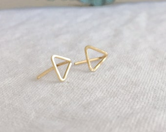 Tri (earrings) - Small gold triangle stud, hand forged, hammered, chic, new, modern