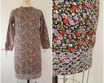 Vintage 1960s Flower Dress / Cotton Fitted Dress / Casual Day Dress / Small Medium