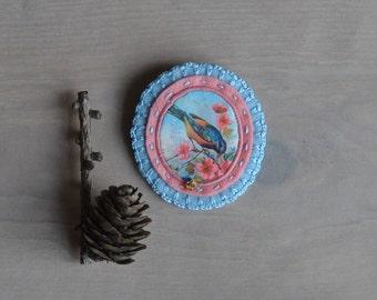 victorian felt brooch with bird - bird lover gift brooch - pastel felt brooch - pink and baby blue lightweight brooch - pastel colors brooch