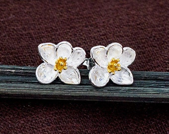 1 pair of 925 Sterling Silver Orchid Stud Earrings, Gold plated pollen 9x10mm.  :er1077