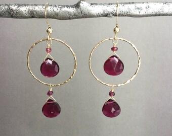 Hammered gold filled hoop earrings with faceted rhodolite garnet briolette, Boho earrings, bohemian style E208