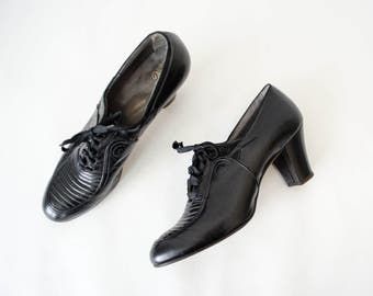 1930s vintage shoes / black leather oxfords / Queen Quality / size 7.5