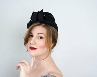 1940s vintage hat / black wool calot / black capulet