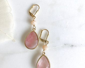 SALE - Grapefruit Pink and Peach Bead Dangle Earrings in Gold.  Bridal Jewelry.