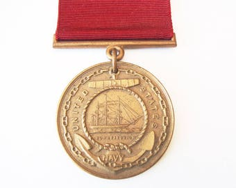 1933 US Navy Good Conduct Medal Engraved Name & Year Good Condition USN 1930s Bronze Medal + Suspension Bar Maroon Ribbon w/ Brooch Bar