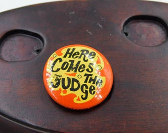 "Rare 1969 Era Rowan and Martin's Laugh In TV show ""Here Comes the Judge"" Pin Pinback Button DR2"