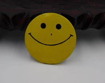 Old 1960's 70's Peace and Love Happy Face Pin or Button  Dr33