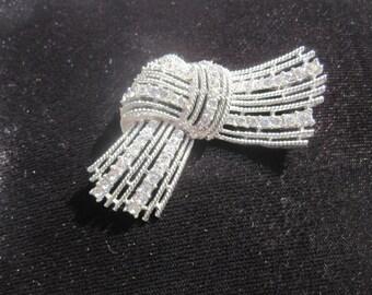 Crown Trifari Silvertone Rhinestone Knot Brooch