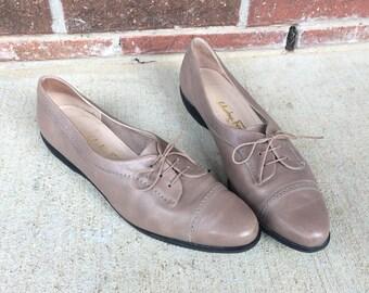 vtg 80s taupe leather SALVATORE FERRAGAMO lace up HEELS 10 oxfords brogues wingtip tan Italian boho designer shoes